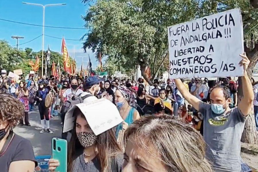 Andalgalá: ATE Santa Cruz Repudia La Represión Hacia Un Pueblo Que Protesta Contra La Megaminería