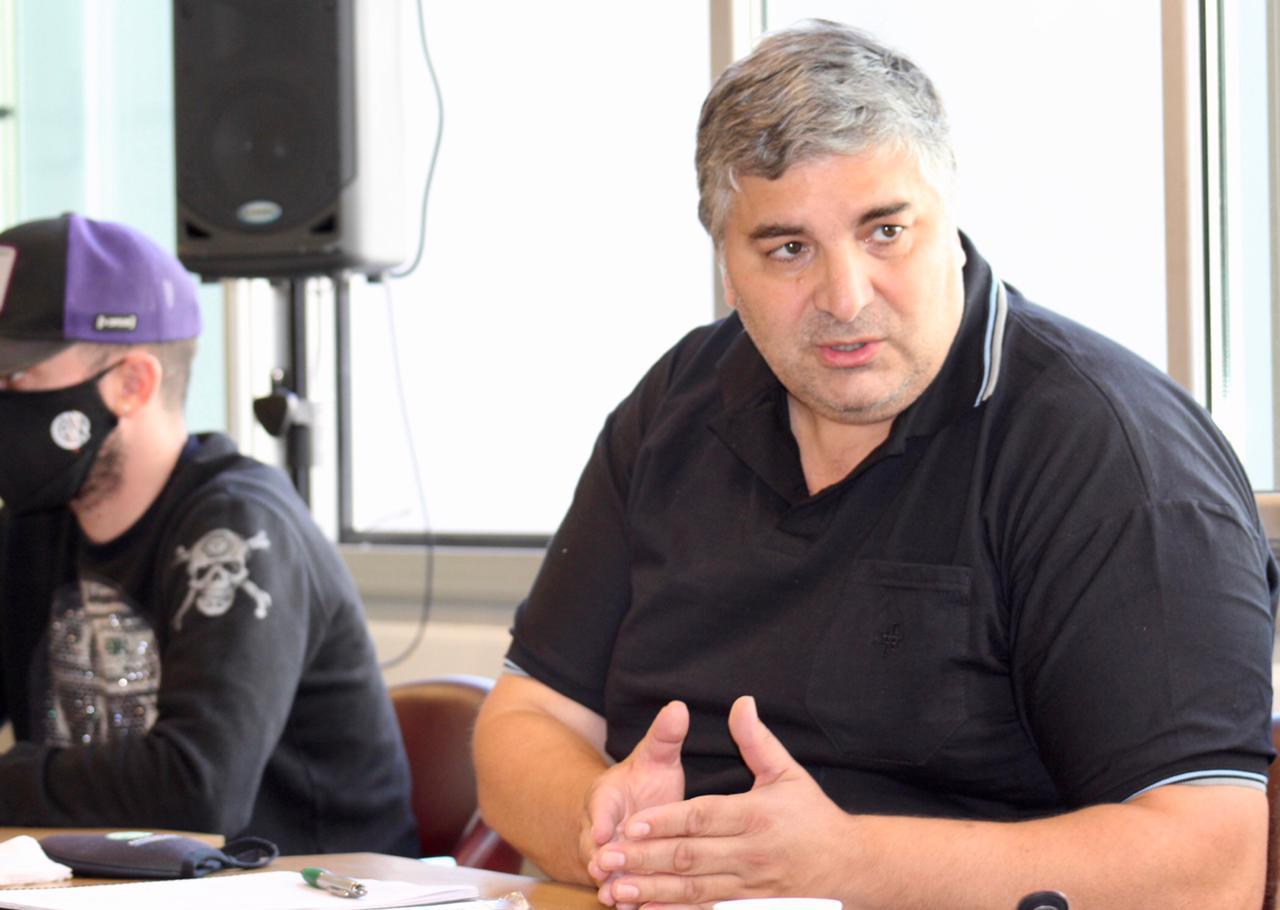 Alejandro Garzón coordina una charla con Taiana, Claudio Lozano y Hugo Godoy